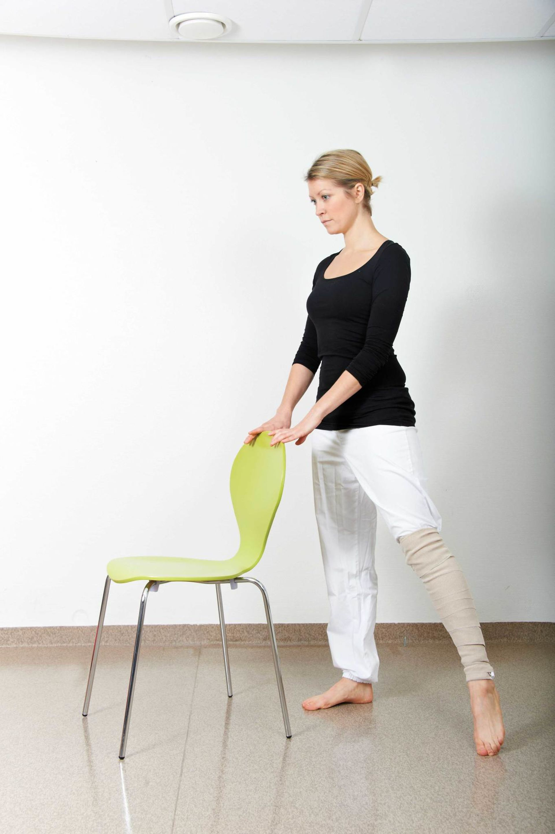 Illustrasjonsbilde av øvelse etter hofteproteseoperasjon.
