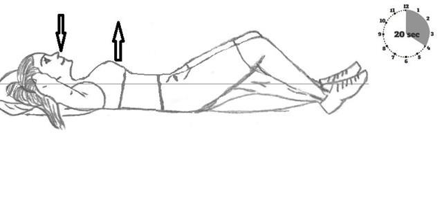 Bilde viser at man skal ligge flatt på gulvet, armene bak nakken og med bøy i knærne.