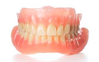 Bilde av tannprotese. Foto